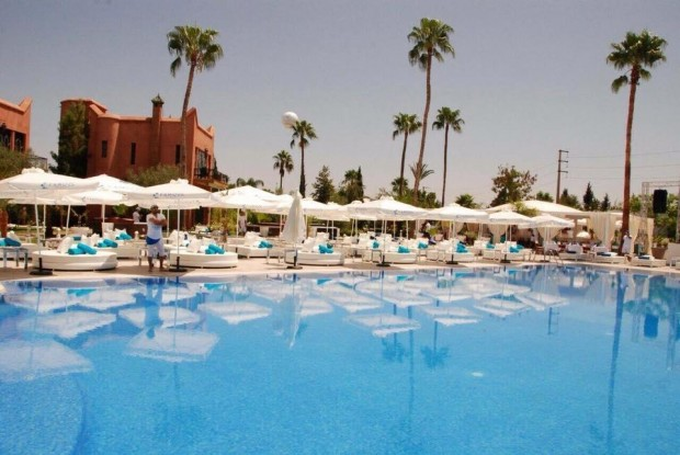famous-beach-marrakech-piscine